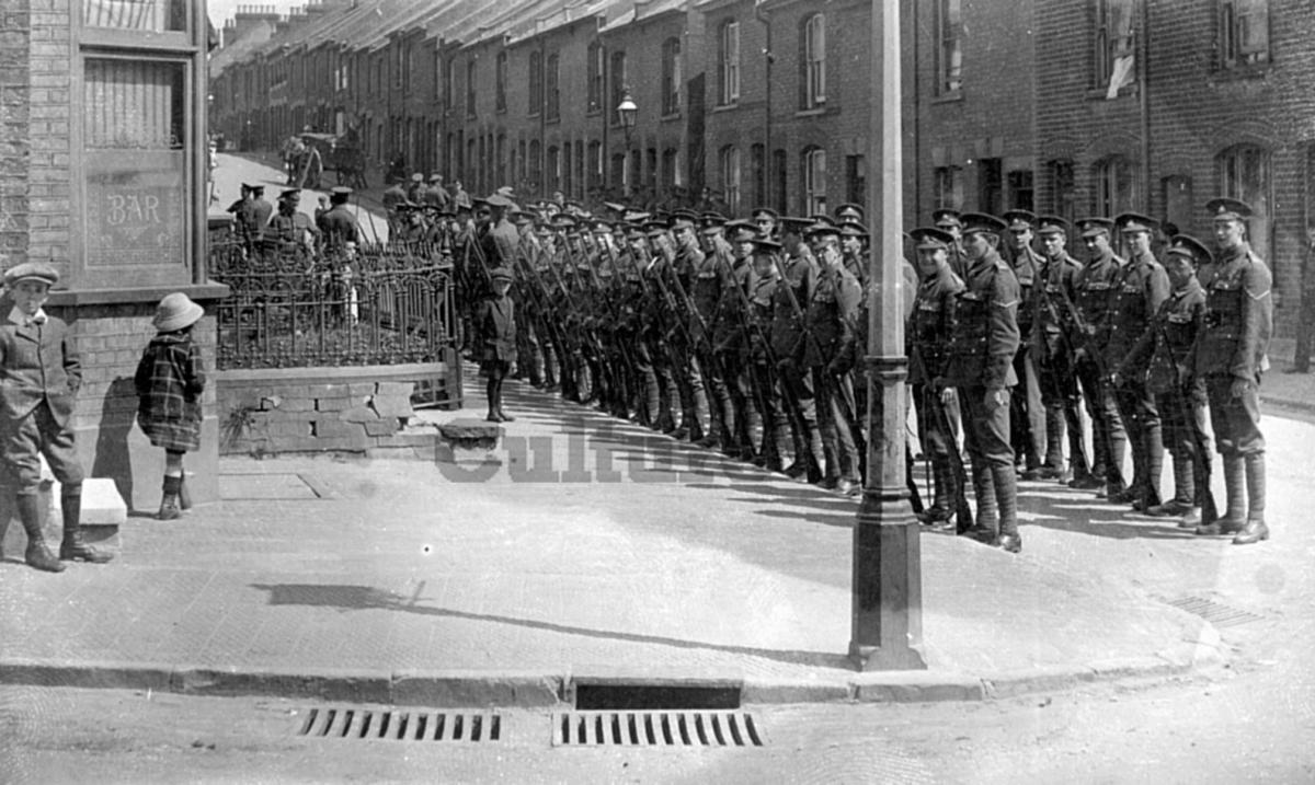Soldiers on Salisbury Road Luton in World War 1