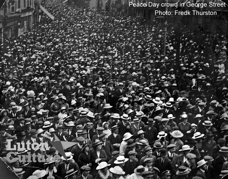 Peace Day crowd in George Street 1919