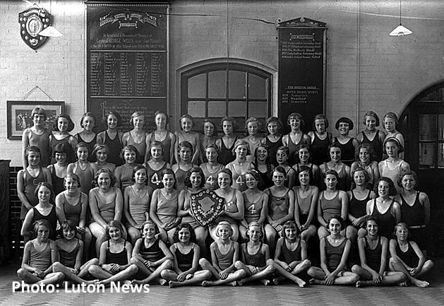 Hitchin Road Girls School memorial