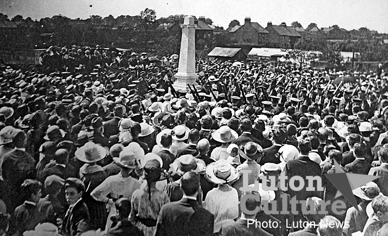 Leagrave War Memorial unveiling 1921